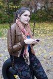Dziewczyna z telefonem Zdjęcia Stock