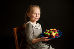 Dziewczyna z tortami Obraz Stock