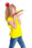 Dziewczyna z tortem. Odizolowywający na białym tle Zdjęcia Royalty Free