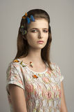 Dziewczyna z uroczymi kolorowymi motylami Obraz Stock