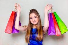 Dziewczyna z zakupami Zdjęcie Royalty Free