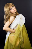Dziewczyna zakrywa z płótnem Zdjęcia Royalty Free