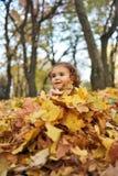 dziewczyna zakrywający liść obraz royalty free