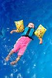 dziewczynka basen opływa Zdjęcia Royalty Free