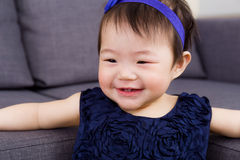 Dziewczynka czuje w ten sposób szczęśliwego Zdjęcie Royalty Free