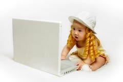 dziewczynka laptop obrazy stock