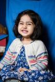 Dziewczynka ono uśmiecha się radośnie Zdjęcie Stock
