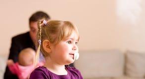dziewczynka pacyfikator zdjęcie royalty free
