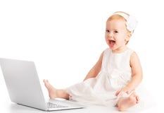 Dziewczynka przy laptopem Zdjęcia Stock