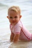 Dziewczynka przy plażą obraz royalty free