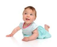 Dziewczynka w ciele kłama szczęśliwy ono uśmiecha się patrzejący kamerę Obraz Royalty Free
