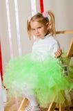 Dziewczynka w luksusowej kolor spódnicie zdjęcia stock