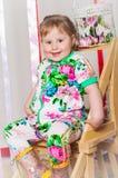 Dziewczynka w modnym kostiumu Fotografia Stock