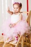 Dziewczynka w modnym kostiumu Obrazy Stock