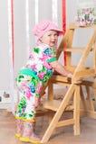 Dziewczynka w modnym kostiumu, nakrętka Zdjęcia Royalty Free