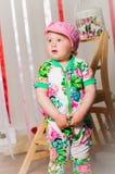 Dziewczynka w modnym kostiumu, nakrętka Obraz Royalty Free