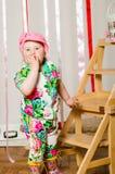Dziewczynka w modnym kostiumu, nakrętka zdjęcie royalty free