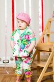 Dziewczynka w modnym kostiumu, nakrętka zdjęcie stock