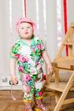 Dziewczynka w modnym kostiumu, nakrętka fotografia royalty free