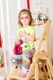 Dziewczynka w modnym kostiumu z torebką Zdjęcie Stock