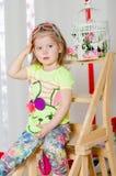 Dziewczynka w modnym kostiumu z torebką Obraz Royalty Free