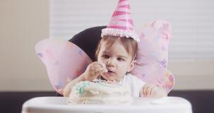Dziewczynka ?wi?tuje jej pierwszy urodziny zbiory wideo