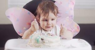 Dziewczynka ?wi?tuje jej pierwszy urodziny zdjęcie wideo