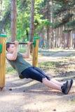 Dziewczyny ćwiczy sprawność fizyczna zdjęcie stock