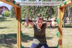 Dziewczyny ćwiczy sprawność fizyczna obraz stock