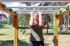 Dziewczyny ćwiczy sprawność fizyczna Zdjęcie Royalty Free