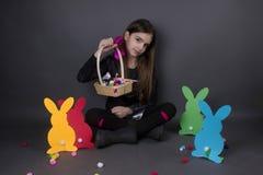 Dziewczyny śliczny szczęście Easter odizolowywający na srebrze zdjęcie royalty free