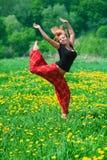 dziewczyny śródpolna zieleń zdjęcie stock