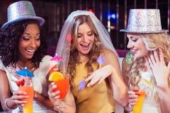 Dziewczyny świętuje bachelorette przyjęcia Zdjęcia Stock