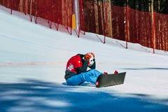 Dziewczyny atlety snowboarder rozczarowanie po nieudanej próby Zdjęcia Stock