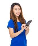 dziewczyny azjatykci telefon komórkowy Obraz Royalty Free