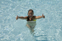 dziewczyny basenu dopłynięcie Fotografia Stock