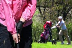 dziewczyny bawić się golfowy mały zdjęcie royalty free