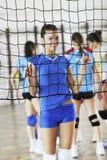 Dziewczyny bawić się salową siatkówki grę zdjęcie royalty free