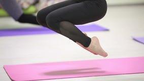 Dziewczyny chlanie w tlenowcowy joga elastycznym zespole Flay sprawność fizyczną zbiory