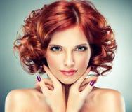 dziewczyny czerwień z włosami ładna Zdjęcie Royalty Free