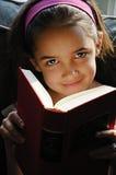 dziewczyny czytanie Zdjęcia Royalty Free