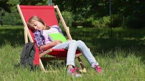 dziewczyny czytanie książki zbiory wideo