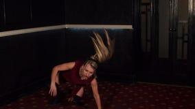 Dziewczyny dancingowy twerk w krótkich skrótach, zwolnione tempo zbiory wideo