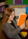 dziewczyny do czytania książki young Obraz Royalty Free
