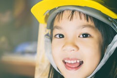 Dziewczyny działanie przy budowa inżynierem obrazy royalty free