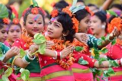 Dziewczyny dziecka tancerzy perforimg przy Holi festiwalem w Kolkata (wiosna) Zdjęcia Royalty Free