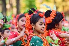 Dziewczyny dziecka tancerzy perforimg przy Holi festiwalem w Kolkata (wiosna) Zdjęcie Royalty Free