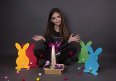 Dziewczyny Easter jajka śliczni Obrazy Stock