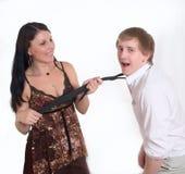 dziewczyny faceta ciągnień krawat Zdjęcia Royalty Free