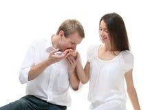 dziewczyny faceta ręka jego całowanie s Zdjęcie Royalty Free